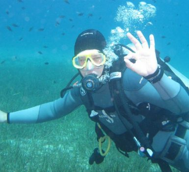 basic scuba diving hand signals